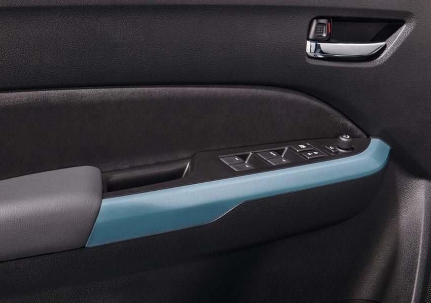 SZ5 interior door handle with blue trim