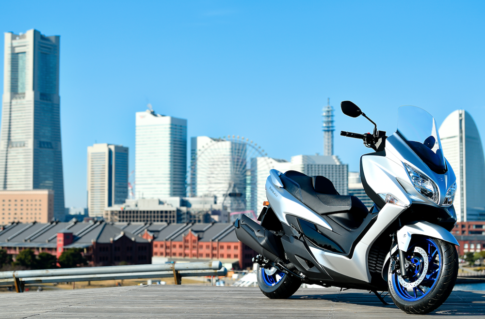 Burgman 400 with a city scene behind it