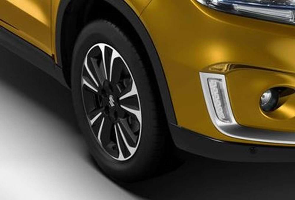 17-inch polished alloy wheels