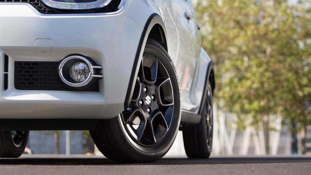 Suzuki Ignis Wheel arch extensions and side mouldings close up