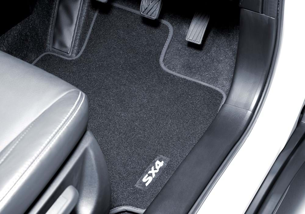 S-Cross footwell