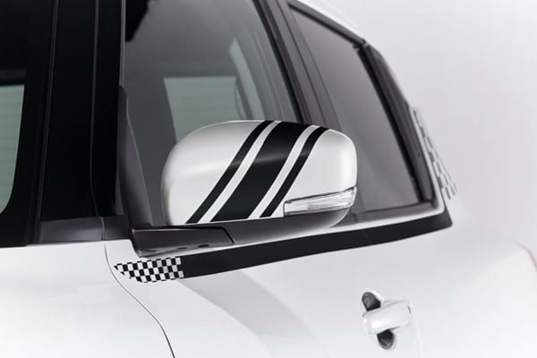 Swift wing mirror with detailing