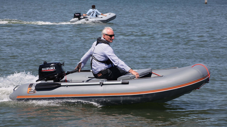 F rib boat